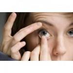 Как правильно одевать и снимать мягкие контактные линзы?